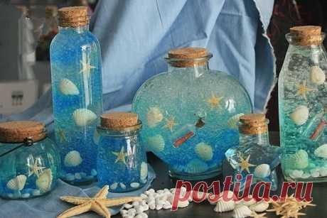 Океан в бутылке   Старое доброе развлечение, так интригующее малышей. Процесс создания «океана в бутылке» понравится малышу не меньше Понадобится прозрачная пластиковая бутылка, на 1/3 наполненная подкрашенной голубым пищевым красителем водой. Остальные 2/3 — подсолнечное или другое растительное масло. В бутылку можно положить морские атрибуты: мелкие ракушки, игрушки в виде рыбок, крабиков и т.п. Плотно закройте бутылку, для уверенности замотайте ее скотчем или посадите к...