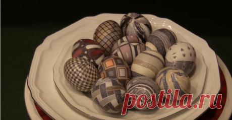 Как покрасить яйца на Пасху Неотъемлемый атрибут Пасхи — это, конечно, красочные яйца. Многие уделяют особое внимание именно раскрашиванию пасхальных яиц, тратя на это немало времени. Хотите украсить свой праздничный стол по-нас...
