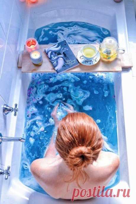 Девушка показывает в своем инстаграм, что принятие ванны — это тоже искусство
