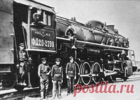 Почему Сталин освободил машиниста, протаранившего пассажирский поезд в 1946 году Период восстановления страны после победы в Великой Отечественной войне был непростым. Нарушенная инфраструктура и быт приводили к крупным авариям и даже катастрофам. Одним из таких происшествий стало крушение поезда под Новосибирском в 1946 году, повлекшее гибель около 110 человек.