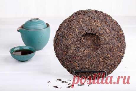 Чай пуэр: интересные факты и полезные свойства  Популярный сегодня чай Пуэр обладает очень давней историей – еще много веков назад им наслаждались китайские императоры, так как столь благородный напиток не мог присутствовать на столе простолюдинов! Этот чай был впервые выращен в маленьком селении провинции Юньнань, в которой до сих пор можно встретить чайные деревья, возраст которых измеряется столетиями, а порой превышает тысячу лет. Но почему же деревьев, спросите вы? Ве...