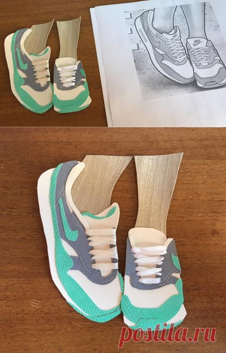 Увидела классную иллюстрацию кроссовок и решила перенести ее на блокнот