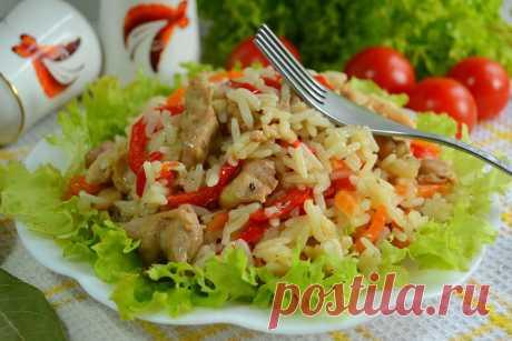Рассыпчатый рис с курицей и овощами на сковороде - сытный и бюджетный ужин Рассыпчатый рис с мясом курицы и овощами приправляем любимыми специями, зеленью и подаем горячим как самостоятельное блюдо. Приятного аппетита!