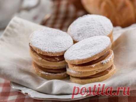 10 видов печенья со всего мира, которые стоит попробовать Это может стать неожиданностью для некоторых сладкоежек, но шоколадное печенье не единственный тип десерта, отличающийся приторной универсальностью вкуса. Вот 10 угощений со всего мира, которых было бы достаточно, чтобы соблазнить самого Cookie Monster. Завтрак в Аргентине: альфахор и крепкий кофе. Мягкая текстура и вкрадчивая нежность вкуса! Традиционный десерт скрасит рутинное чаепитие, пресный завтрак.