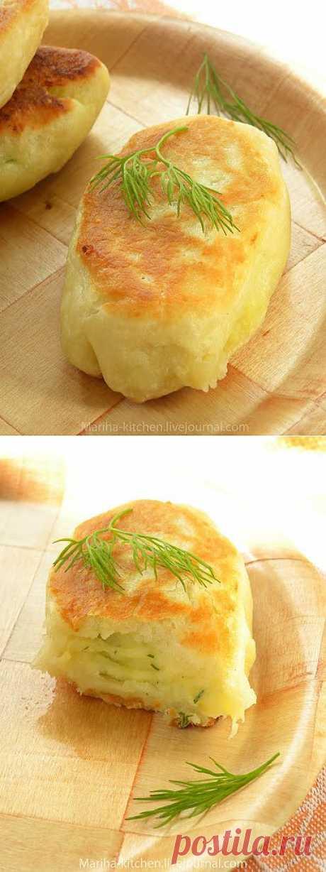 Home is in the kitchen - Пирожки с картофелем, луком и пармезаном.