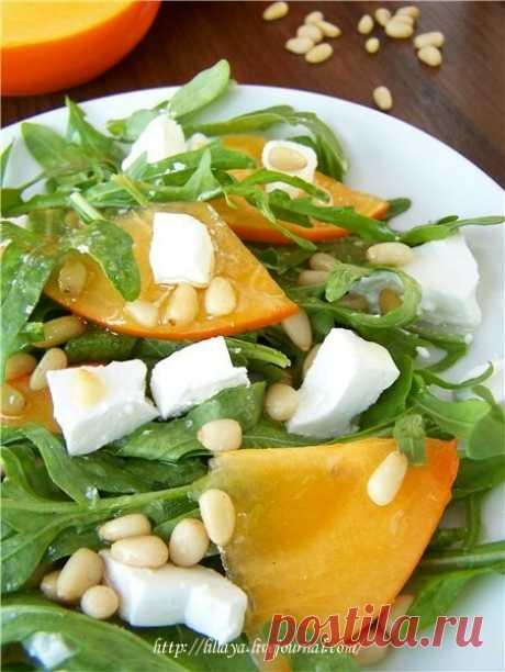 Салат из рукколы с козьим сыром и хурмой. - Lillaya