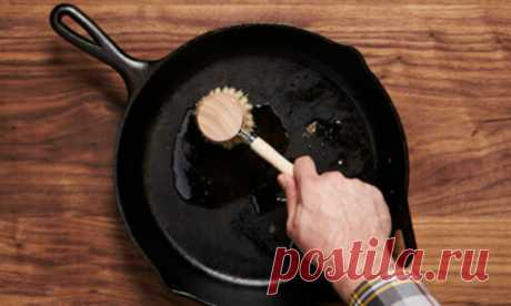 Старая сковородка стала печь лучше новой: восстановили за час лимонной кислотой