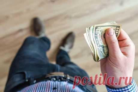 5 вещей, которые никогда не покупают богатые люди Перед вами - 5 совершенно ненужных вещей, на которые никогда не потратится здравомыслящий обеспеченный человек. Узнайте, насколько вы, действительно, богатый человек! 1. Дорогие телефоны Последней вер...