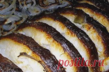 О чем молчит рыба — АРЕНА Рецепт # 2. Палтус с хрустящим беконом, пюре из зеленого горошка и сливочным соусом от шефа из Норвегии Барда Крени Карлсена. Ингредиенты Палтус (по 150 г на человека) Замороженный зеленый горошек Куриный бульон (можно из кубика) Мелко нарезанный поджаренный бекон Для соуса: Репчатый лук 2 шт. Белое сухое вино 300 мл Жирные сливки 100 г Сливочное масло 100 г Для гарнира: Отварной картофель (2 шт. на человека)