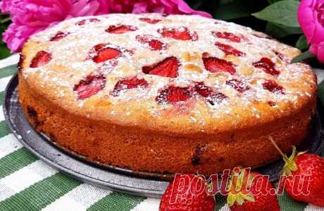 Пирог с клубникой свежей и замороженной. 9 рецептов приготовления в духовке Пирог с клубникой прост в приготовлении и не требует особых умений у хозяйки. Однако у таких десертов есть свои нюансы.