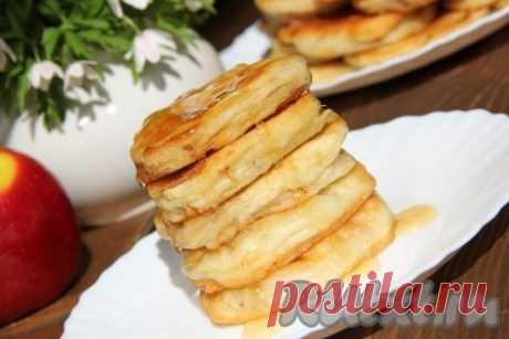 Яблочные кольца в сметанном кляре - 7 пошаговых фото в рецепте