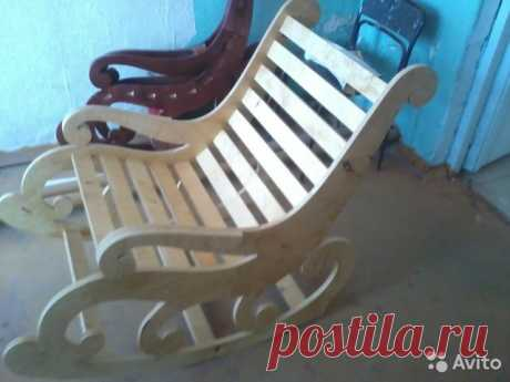 Rocking-chair from one sheet of plywood the hands