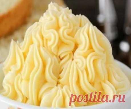 8 обалденных кремов для тортов, пения. Влить горячее молоко в яичную массу, перемешать. Полученную массу поставить на огонь и в