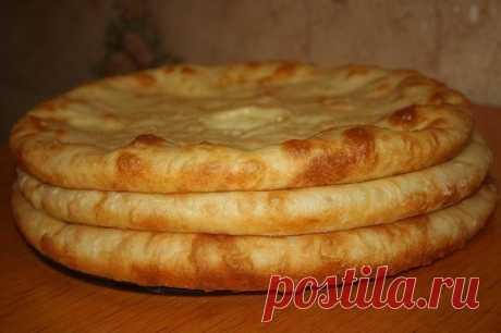 Осетинские пироги с мясом, и с картофелем и сулугуни.