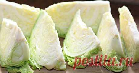Этот рецепт я знаю и люблю очень много лет… и, неизменно, каждую осень я готовлю эту замечательную капусту в быстром маринаде, которую любят абсолютно все. А с картошечкой такая капуста будет просто объедение!Вечером нарезаем 2 кочана капусты. С утра получается восхитительная закускаИнгредиенты: 2-3 кг белокачанной капусты 1,5 л воды 9 столовых ложек сахара 200 мл 9%-ого уксуса 2-3 моркови 2 столовые ложки соли 5-6 зубчиков чеснока 1 чайная ложка молотого перца Приготов...