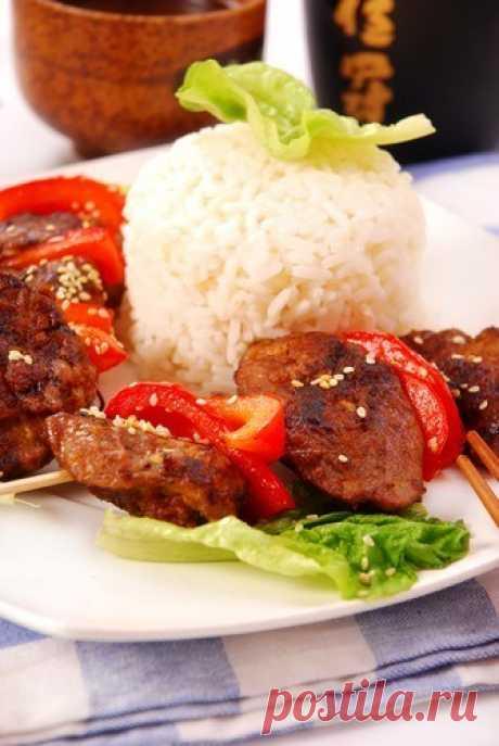 Свиные шашлыки скрасными перцами иананасовым рисом
