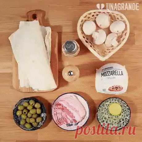 Пирожки с грибами, беконом и моцареллой