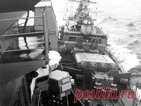 Cтолкновение кораблей ВМС США и СССР в Чёрном море (видео) / Назад в СССР / Back in USSR