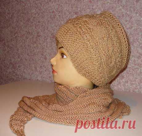 Вязаная женская шапочка-ободок спицами.