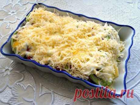 Кабачки, запеченные с помидорами и сыром.
