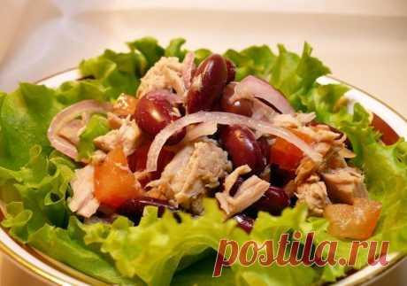 Салат с красной консервированной фасолью и курицей