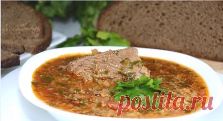 Поговорим сегодня об одном замечательном блюде грузинской кухни — суп Харчо. В интернете можно найти очень много различных вариантов того как, готовить этот суп. Начиная от мяса — рецепт Харчо предлагают и из говядины, и из свинины, баранины, и даже из курицы, и так же разнятся ингредиенты, кто-то готовит с добавлением картофеля и моркови.