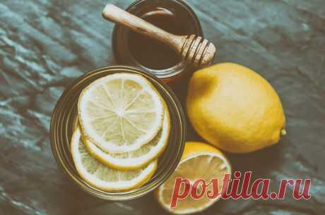 Почему всё чаще люди начинают пить по утрам воду с медом и лимоном?