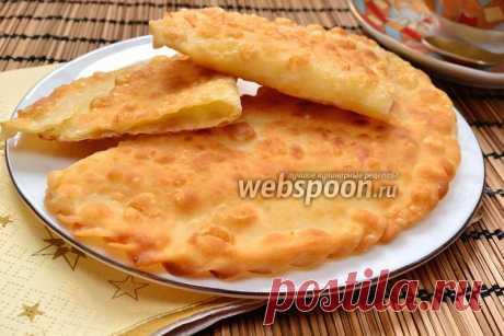 Хрустящие чебуреки с сыром  Чебуреки с сыром сулугуни  Предлагаю приготовить чебуреки с сыром по моему рецепту. Мой рецепт от остальных отличает, главным образом, определённый сорт сыра — сулугуни, и состав теста. Чебуреки я готовлю очень давно. И путём проб, я пришла к выводу, что тесто для чебуреков без яиц (только на воде), получается вкуснее.  В качестве начинки, я настоятельно рекомендую использовать именно сулугуни. И чем лучшего качества он будет, тем вкуснее и сочн...