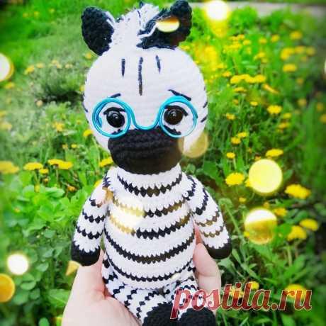 PDF Зебрик Бернар крючком. FREE crochet pattern; Аmigurumi doll patterns. Амигуруми схемы и описания на русском. Вязаные игрушки и поделки своими руками #amimore - зебра, лошадь, лошадка, конь.