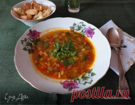 Итальянский суп с чечевицей. Ингредиенты: лук репчатый, чеснок, морковь