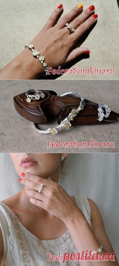 Серебряный комплект украшений с цветами