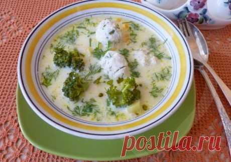 Сливочный суп с фрикадельками Ингредиенты:Картофель- 3-4 шт300 гр мясного фаршаРепчатый лук — 1 штМорковь — 1 штСливки — 1 стаканРастительное масло для жаркиЗеленьСоль, черный перец — по вкусу Рецепт приготовления сливочного супа с фрикадельками:Сперва необходимо картофель очистить, вымыть и мелко порезать...