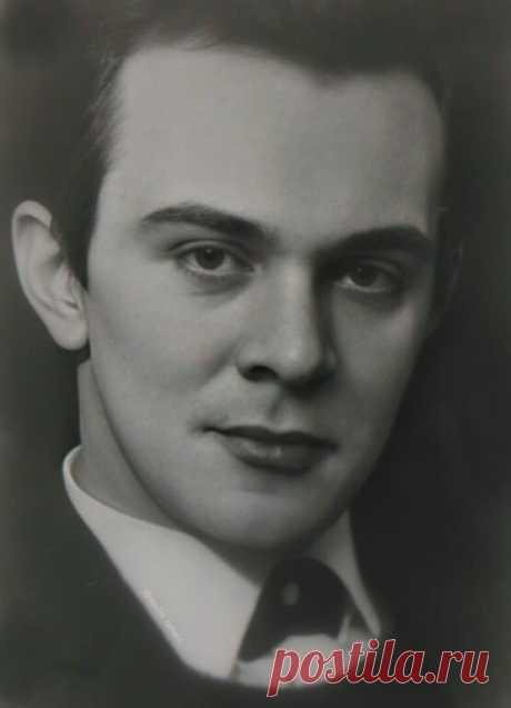 """В этот день 1963 года Москва открыла для себя Певца!  26 марта 1963 года в телевизионном эфире со сцены Кремлевского Дворца пел 20-летний Муслим Магомаев, мгновенно ставший известным всему СССР. """" Я спел """"Бухенвальдский набат"""", а затем каватину Фигаро. После каватины, исполненной на итальянском языке, слушатели начали скандировать и кричать """"браво""""....""""  Из книги Муслима Магомаева """"Любовь моя - мелодия"""": """"... Переломной датой в моей биографии стало 26 марта 1963 года. В Мо..."""