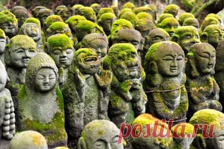 1200 причудливых каменных статуй в буддистском храме в Киото.