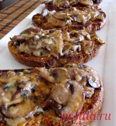 Итальянские костини с грибами и сыром Итальянские костини с грибами и сыром   Ингредиенты  Грибы - 300 г Сливки (не очень жирные) - 4 ст ложки Сыр твердый - 150 г Ломтики хлеба - 6 шт Оливковое масло - 2 ст ложки Лук - 1/2 шт Чеснок - 1 з…