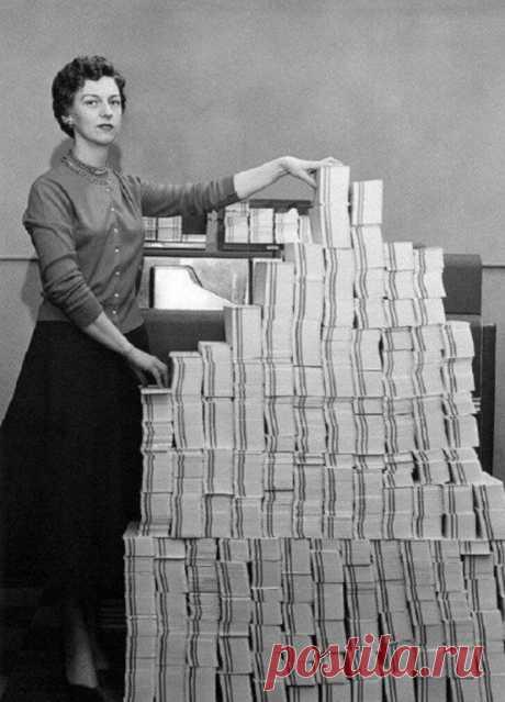 5 мегабайт данных в 62500 перфокартах, 1955 год.