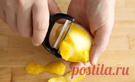 Теперь всегда покупаю на один лимон больше. Этим трюком поделился повар итальянского ресторана Лимоны — потрясающий продукт. Мало того что ярко-желтые цитрусовые способны положительным образом влиять на здоровье, это еще и незаменимый помощник в поддержании женской красоты и чистоты на кухне. Х…