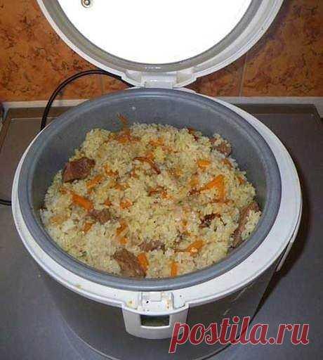 Плов в мультиварке  Ингредиенты  Свинина (шея) - 500 граммов Рис белый - 500 граммов Морковь - 200 граммов Лук репчатый - 200 граммов Чеснок - 15 граммов Масло растительное (подсолнечное) - 70 мл Вода - 0,7 л Соль - по вкусу Специи - по вкусу  Приготовление  Для плова лучше всего брать свинину, она более жирная и придает блюду замечательный вкус. В качестве приправ берите любые, какие вам только нравятся, но не забудьте про «Карри» и зиру, первая придаст рису золотистый от...