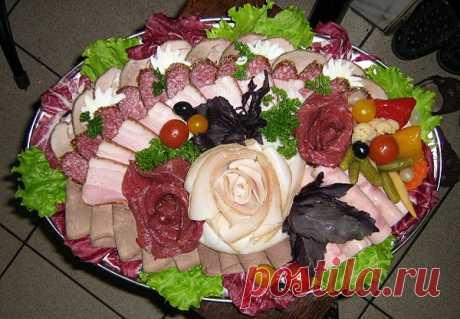 5 вариантов оформления мясной нарезки на стол