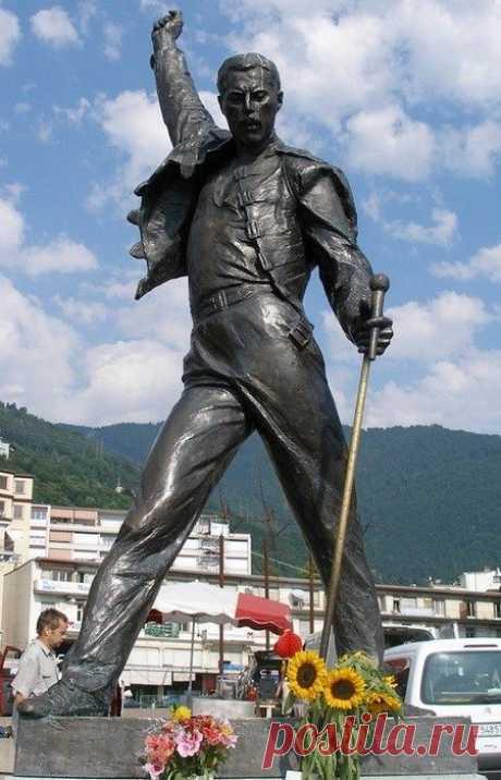 Необычные и даже странные статуи известных людей / Туристический спутник