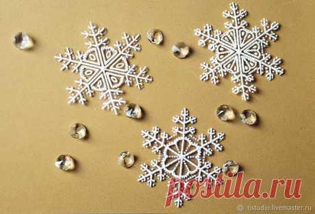 Изготавливаем снежинки из упаковочных материалов – Ярмарка Мастеров