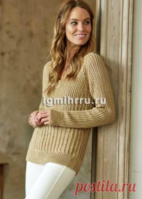 Песочный пуловер с узорами из мелких вертикальных дорожек. Вязание спицами