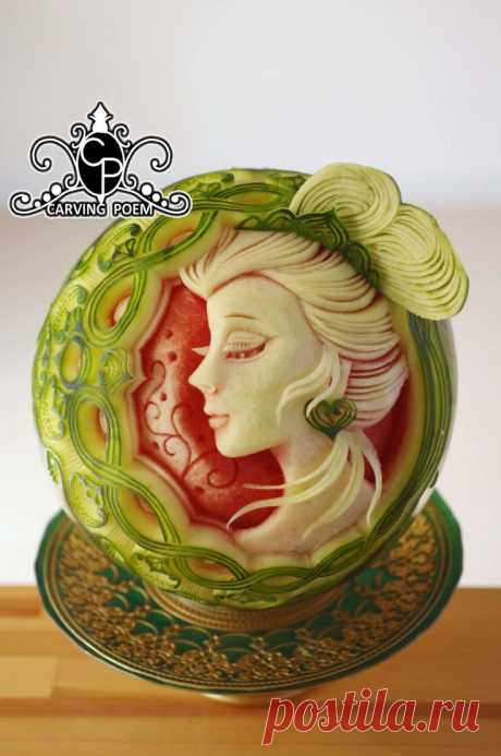 Watermelon carving Oriental lady.
