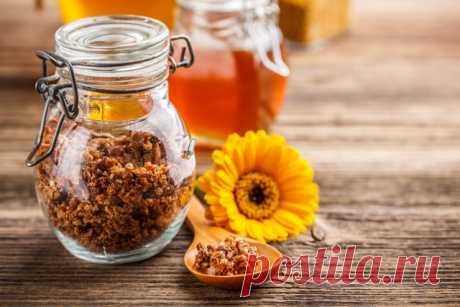 Топ-7 Лечебных и Полезных Свойств Прополиса и Народные Рецепты Миниатюрные труженицы, пчелы, снабжают нас не только вкусным и ароматным медом. Эти трудолюбивые насекомые дарят нам пчелиный хлебушек (пергу), маточное молочко и, конечно же, прополис. В арсенале специалистов народной медицины прополис занимает особое место, а все благодаря его ценному составу и разностороннему воздействию на организм. С его помощью наши предки лечили язвы и обморожения, боролись с проблемами ...