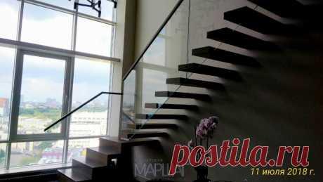 Изготовление лестниц, ограждений, перил Маршаг – Ступени консольной лестницы на стекле