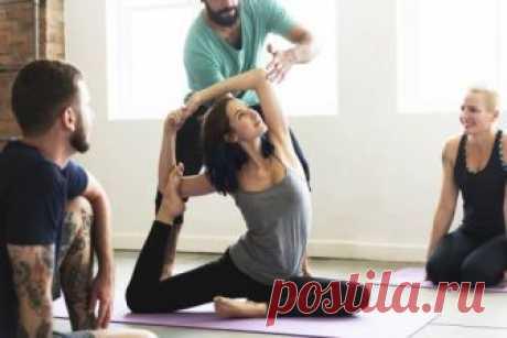 Асаны йоги, которые помогут похудеть - Шаг к Здоровью Многие люди, практикующие эту дисциплину, задаются вопросом, какие именно позы йоги помогут быстрее похудеть. Ведь йога привлекает многих начинающих тем, что формирует стройный силуэт.