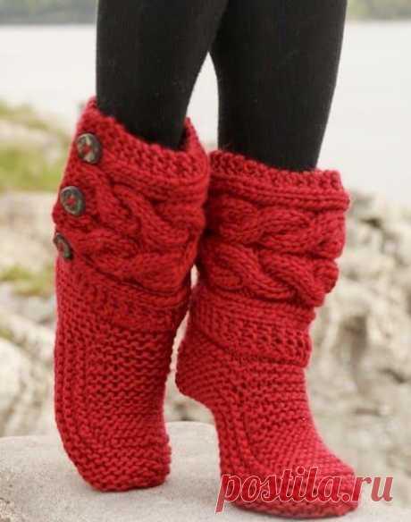 Как связать красные носки сапожки с поперечными косами