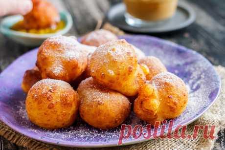 Творожные пончики - Кулинарные заметки Алексея Онегина Приготовьте творожные пончики по этому рецепту и соберите за столом всю семью. День, который начинается с такого завтрака, просто не может быть плохим!