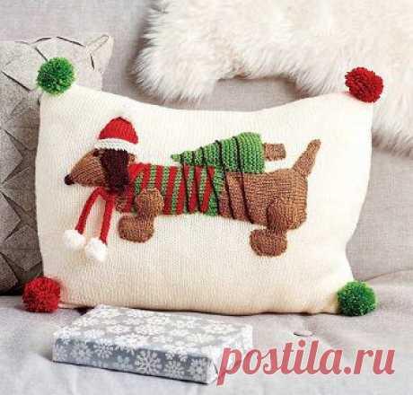 Новогодняя вязаная подушка «Santa's Little Helper»   DAMские PALьчики. ru
