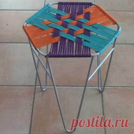 Металлический стул с плетёным сиденьем